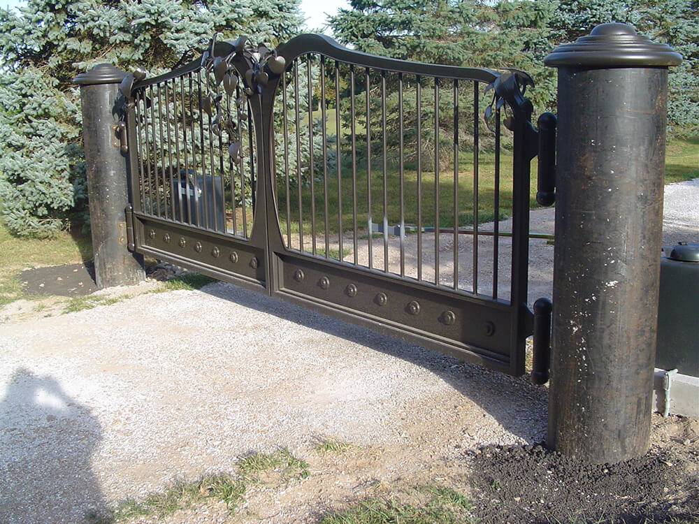 large-hinge-point-gate-close-up-1000x750 Carnahan-White Fence Company